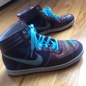 High top NIKE statement Sneakers!